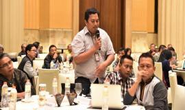 Peserta Undangan Workshop Pelayanan Perizinan Spektrum Frekuensi Radio dan Serfikasi Operator Radio dari perwakilan UPT Ditjen SDPPI,memberikan komentar terkait dengan materi tersebut 25/10
