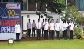 Sekjen Kominfo ( Farida Dwi Cahyarini ) dan petugas pembaca do'a,drijen Kementerian Komunikasi dan Informatika menyambut Hari Sumpah Pemuda 29/10