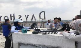 Para peserta pelatihan melakukan praktek lapangan di sekitar Bandara Soekarno Hatta (23/10).