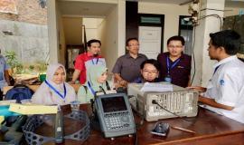 Praktek lapangan di RRI Radio Dalam Jakarta (25/10).