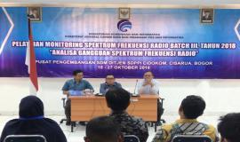 Pengumuman kelulusan dan pengarahan oleh Kabag Umum dan Kepegawaian Hasyim Fiater (27/10).