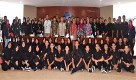Foto Bersama Kabag Umum dan Kepegawaian(Hasyim Fiater) tengah,didampingi kepala seksi dan guru pembibing SMK Negeri Rajapolah Tasikmalaya,Jawa Barat 8/11 2018