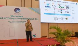 Direktur Standardisasi PPI Mochamad Hadiyana memberikan paparan saat menjadi narasumber pada kegiatan Workshop IoT dan Smart City, Bali (14/11).