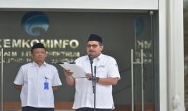 Dirjen SDPPI Ismail selaku pembina upacara membacakan amanat Menteri Sosial pada kegiatan Upacara peringatan Hari Pahlawan (10/11).