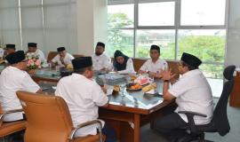 Dirjen SDPPI Ismail mempimpin rapat kerja setelah melakukan upacara peringatan Hari Pahlawan di  Balai Monitor Kelas I Bandung (10/11).