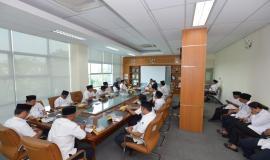 Situasi rapat kerja setelah melakukan upacara peringatan Hari Pahlawan di  Balai Monitor Kelas I Bandung (10/11).