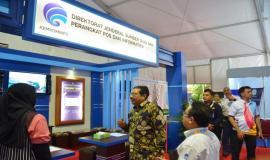 Dirjen SDPPI Ismail mengunjungi booth Ditjen SDPPI pada kegiatan KOMexpo 2018 (26/11).