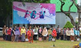Situasi saat Upacara Bendera Peringatan Hari Ibu berlangsung di Lapangan Anantakupa (26/12).