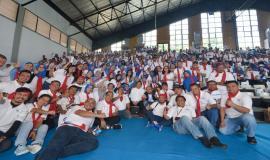 Menkominfo Rudiantara foto bersama Pegawai di lingkungan Ditjen SDPPI yang menghadiri kegiatan KominfoNext (31/1).