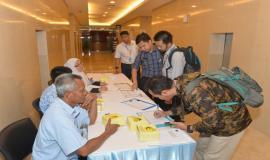Peserta dan undangan melakukan registrasi dalam kegiatan Capacity Building Training IoT (29/1).