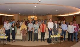 Dirjen SDPPI Ismail foto bersama seluruh peserta dan undangan dalam kegiatan Capacity Building Training IoT (29/1).