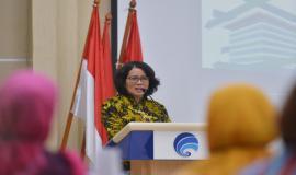 Sekretaris Jenderal Kemkominfo Rosarita Niken Widiastuti memberikan sambutan pada acara Pelepasan Purnabakti Kominfo (28/2).