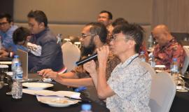 Salah Satu Peserta Undangan Workshop Penguatan Kompentensi Penilaian  Kesesuaian Alat Perangkat Telekomunikasi mengajukan pertanyaan kepada para Narasumber 6/3 2019