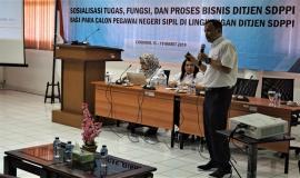 Kepala Bagian Keungan (Supriyanto) memjelaskan paparannya kepada Calon Pegawai Negeri Sipil (cpns) Ditjen SDPPI Kemkominfo terkait dengan Tugas Fungsi Pada Bagian Keuangan Ditjen SDPPI  18/3 2019