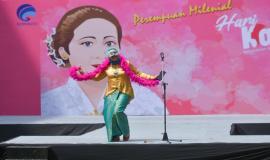 Perwakilan dari Ditjen SDPPI dalam lomba Be Miss Lambe Hoax pada kegiatan Peringatan Hari Kartini di lingkungan Kemkominfo, Jakarta (22/4).