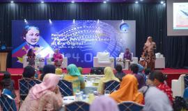 Salah satu Narasumber pada Seminar peran perempuan Indonesia di Era Digital dalam kegiatan Peringatan Hari Kartini di lingkungan Kemkominfo, Jakarta (22/4).