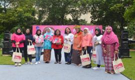 Foto bersama Peserta lomba Pidato Pesan Kartini pada kegiatan Peringatan Hari Kartini di lingkungan Kemkominfo, Jakarta (23/4).
