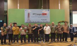 Dirjen SDPPI Ismail foto bersama pejabat di lingkungan Ditjen SDPPI beserta undangan pada kegiatan Indonesia Telecommunication Type Approval (ITTA) Expo 2019 di Semarang (30/4).