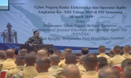 Dirjen SDPPI Ismail memberikan sambutan pada kegiatan Ujian Negara Radio Elektronika dan Operator Radio (UN REOR) Angkatan XIII 2019 di Semarang (30/4).
