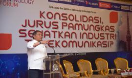 Menteri Komunikasi dan Informatika Rudiantara memberikan sambutan dan membuka acara secara resmi Talkshow dan Seminar Indonesia Technology Forum di Jakarta, Rabu (2/5).