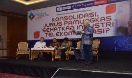 Ketua Dewan Pengawas Asosiasi Penyelenggara Telekomunikasi Seluruh Indonesia (ATSI) Muhammad Buldansyah memberikan paparannya pada acara Talkshow dan Seminar Indonesia Technology Forum di Jakarta, Rabu (2/5).
