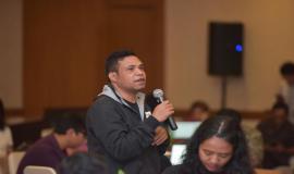 Salah satu peserta sesi dialog yang bertanya kepada narasumber pada acara Talkshow dan Seminar Indonesia Technology Forum di Jakarta, Rabu (2/5).
