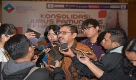 Dirjen SDPPI Ismail menjawab pertanyaan-pertanyaan dari para wartawan pada acara Talkshow dan Seminar Indonesia Technology Forum di Jakarta, Rabu (2/5).
