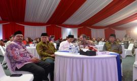 Turut hadir Dirjen SDPPI Ismail bersama Menkominfo Rudiantara serta para undangan VIP pada acara Buka Puasa bersama Keluarga Besar dan Mitra Kerja Kemkominfo di Jakarta (8/4).