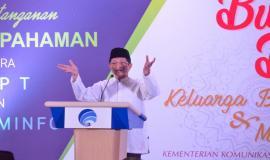 Taudziah dan Kultum menjelang buka puasa oleh Imam Besar Masjid Istiqlal Nasaruddin Umar pada acara Buka Puasa bersama Keluarga Besar dan Mitra Kerja Kemkominfo di Jakarta (8/4).