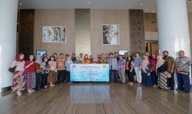Pejabat dan pegawai di lingkungan Direktorat Operasi Sumber Daya foto Bersama sebagai bentuk komitmen dalam rangka pembangungan Zona Integritas (ZI) di Banten (21/5).