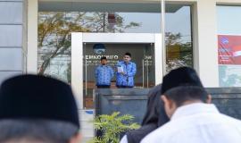 Dirjen SDPPI Ismail membacakan sambutan Plt. Kepala Badan Pembinaan Ideologi Pancasila Hariyono pada Upacara Peringatan Hari Kelahiran Pancasila di halaman kantor Balai Monitor Spektrum Frekuensi Radio Kelas I Bandung, Jawa Barat, Sabtu (1/6).