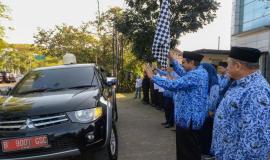Dirjen SDPPI Ismail melepas rombongan drive test pada posko Monitoring SFR Lebaran 2019 di halaman kantor Balai Monitor Spektrum Frekuensi Radio Kelas I Bandung, Jawa Barat, Sabtu (1/6).