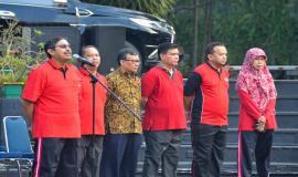 Dirjen SDPPI Ismail didampingi oleh para pejabat eselon II pada acara Halalbihalal Ditjen SDPPI di Lapangan Parkir Gedung Sapta Pesona, Jakarta (11/6).