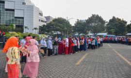 Situasi saat berlangsungnya acara Halalbihalal Ditjen SDPPI di Lapangan Parkir Gedung Sapta Pesona, Jakarta (11/6).