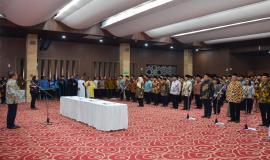 Menteri Komunikasi dan Informatika Rudiantara memberikan sambutan dan arahan kepada pejabat eselon II, III dan IV pada acara pelantikan pejabat di lingkungan Kemkominfo di Jakarta (19/6).