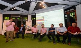 Teguh Prasetya, Ketua Umum Asosiasi IoT Indonesia memberikan sambutan dan paparan pada kegiatan talkshow interaktif dengan tema Kesiapan Solusi IoT Lokal dan Program IoT Makers Creation 2019, Rabu (19/6).