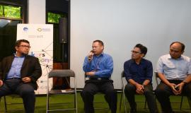 Direktur Standardisasi PPI Mochamad Hadiyana memberikan paparan dan menjawab pertanyaan dari peserta dan wartawan yang hadir pada kegiatan talkshow interaktif dengan tema Kesiapan Solusi IoT Lokal dan Program IoT Makers Creation 2019, Rabu (19/6).