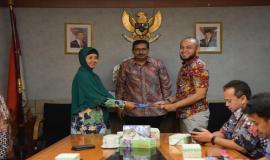 Serah terima jabatan Kabag Perencanaan Program dan Pelaporan, Setditjen SDPPI oleh Arifah kepada Aryo Pamoragung pada acara serah terima jabatan di Jakarta (25/6).