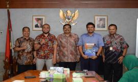 Serah terima jabatan Kasubdit Penataan Alokasi Spektrum Dinas Tetap dan Bergerak Darat, Direktorat Penataan Sumber Daya oleh Aryo Pamoragung kepada Adis Alfiawan pada acara serah terima jabatan di Jakarta (25/6).