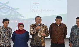 Salah satu perwakilan Purnabakti memberikan kesan dan pesannya mewakili para purnabakti lainnya pada acara Pelepasan Purnabakti Kominfo di Jakarta (31/7).