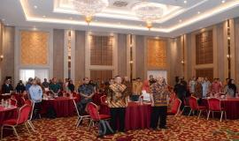 Seluruh peserta menyanyikan Lagu Kebangsaan Indonesia Raya pada acara Standardisasi TIK dalam Transformasi Digital bagi Pelayanan Publik di Depok (25/7).