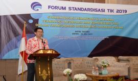 Kepala Seksi Standardisasi Manajemen dan Tata Kelola Teknologi Informasi Heru Yuni menyampaikan pesan kepada peserta yang hadir pada acara  Standardisasi TIK dalam Transformasi Digital bagi Pelayanan Publik di Depok (25/7).