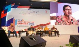 Dirjen SDPPI Ismail menjawab pertanyaan yang diajukan dari peserta kegiatan Indonesianisme Summit 2019 di Jakarta (13/8).
