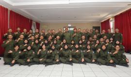 Dirjen SDPPI Ismail dan Kepala Balai Monitor Kelas I Bandung Zainuddin Kalla foto bersama para peserta program Capacity Building pengembangan para CPNS Ditjen SDPPI di Cimahi (17/8).