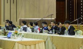 Delegasi Singapura berdiskusi terkait paparan regulasi update dari Indonesia pada kegiatan Border Communication Coordination Meeting-19 di Batam (28/8).