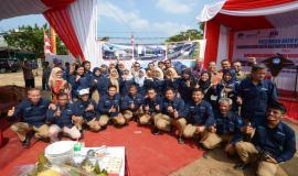 Dirjen SDPPI Ismail beserta jajarannya dan Inspektur Jenderal Kemkominfo Doddy Setiadi foto bersama dengan pegawai Balai Monitor Kelas II Padang pada Jumat (23/8) di Padang.