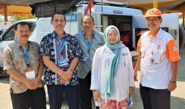 Kepala Subdirektorat Monitoring dan Penertiban Perangkat Pos dan Informatika Irawati Tjipto Priyanti,bersama petugas monitoring Balmon Bandung dan pengurus Orari Kab. Indramayu 25/9 2019