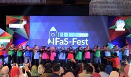 Puluhan Calon Pegawai Negeri Sipil (CPNS) ikut memeriahkan malam apresiasi Innovations of Frequency and Standardization Festival (IFaS-Fest) 2019