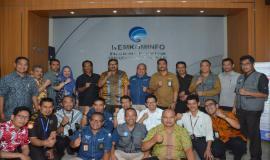 Dirjen SDPPI Ismail melakukan foto bersama dengan seluruh panitia Pekan Tertib Frekuensi Nasioanl tahun 2019 (26/10).