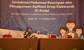 Kasubag TU Setditjen SDPPI Lita Nafilati, mewakili Sesditjen SDPPI, Membuka Acara Sosialisasi Pedoman Kearsipan dan Penggunaan Aplikasi Arsip Elektronik (E-Arsip) 30/10/2019